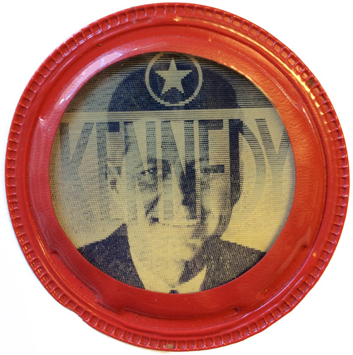John F. Kennedy: KENNEDY FOR PRESIDENT vinyl covered flasher badge